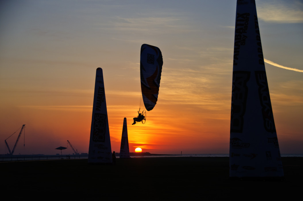 gliding-in-sunset-view